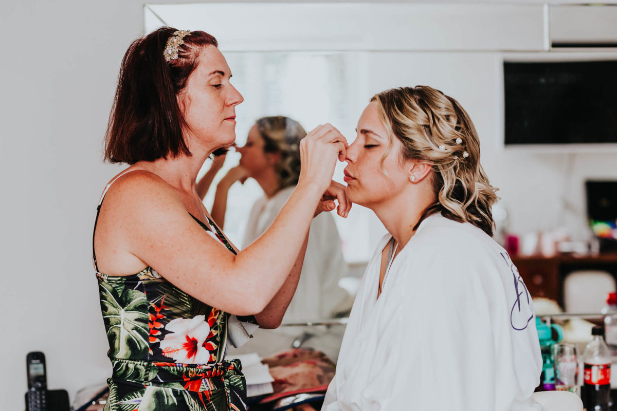 How to Choose a Wedding Makeup Artist